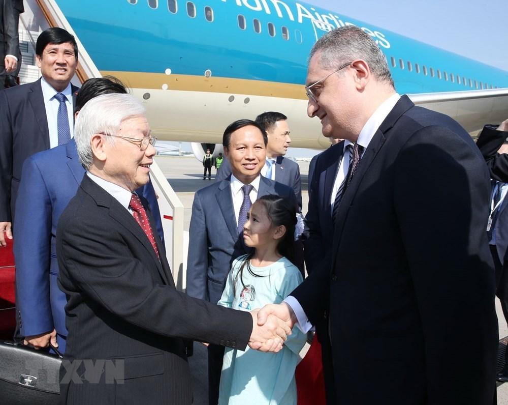 Tổng bí thư đến Moscow, bắt đầu thăm chính thức LB Nga
