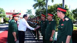 Phó Thủ tướng Trương Hòa Bình thăm, làm việc với Quân khu 5