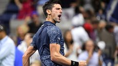 """""""Thổi bay"""" tay vợt hạ Federer, Djokovic chiến Nishikori ở bán kết"""