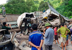 4 ô tô đâm nhau nát bét, bịt kín đường lên cửa khẩu Cha Lo
