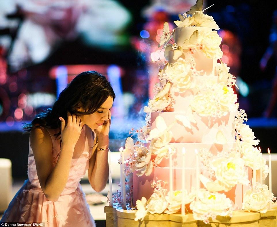 Đại gia nổi tiếng chi chục tỷ tổ chức sinh nhật cho con gái