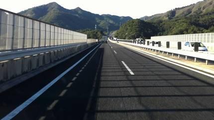 Lái xe kiểu Nhật: Lịch sự quá, người Việt khó theo được