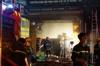 Cháy lớn ở cửa hàng ô tô Sài Gòn, dân nháo nhào bỏ chạy