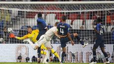 """Thủ môn bắt """"lên đồng"""", Pháp may mắn thoát thua Đức"""