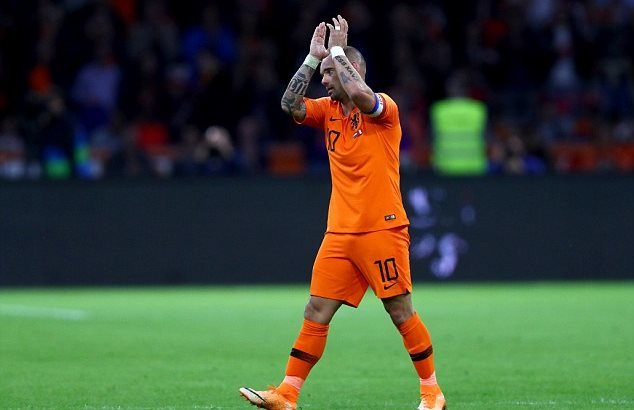 Cựu sao MU tỏa sáng, Hà Lan hạ Peru ở trận chia tay Sneijder