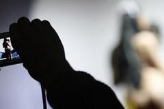 Cô gái trẻ ở miền Tây bị người yêu tống tình bằng clip 'nóng'
