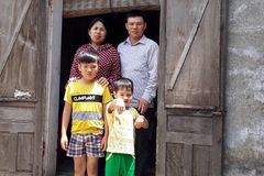 Bố mẹ cùng mắc ung thư, hai con thơ nheo nhóc