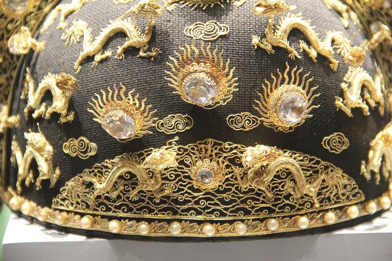 Mê mẩn ngắm bảo vật hoàng cung bằng vàng ròng