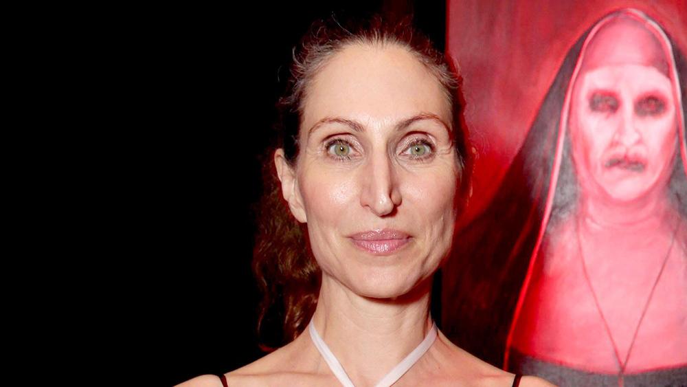 Dung nhan kỳ dị của nữ diễn viên giấu mặt sau 'Ác quỷ ma sơ'