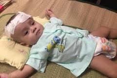 Tiếng khóc xé lòng của cậu bé 10 tháng tuổi bị não úng thủy