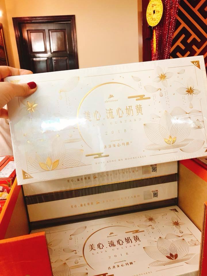Bánh trung thu VIP Hong Kong: Tràn khắp chợ Việt, trả giá nào cũng bán