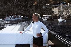 Cái chết bí ẩn của người mẫu nóng bỏng trên du thuyền tỷ phú