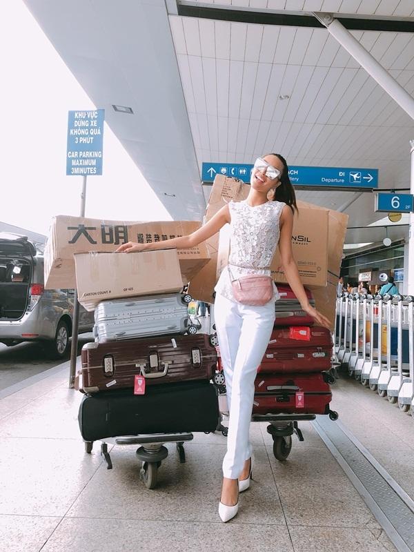 Chân dài 1m14 mang 10 thùng hành lý dự Super Model Internatinonal