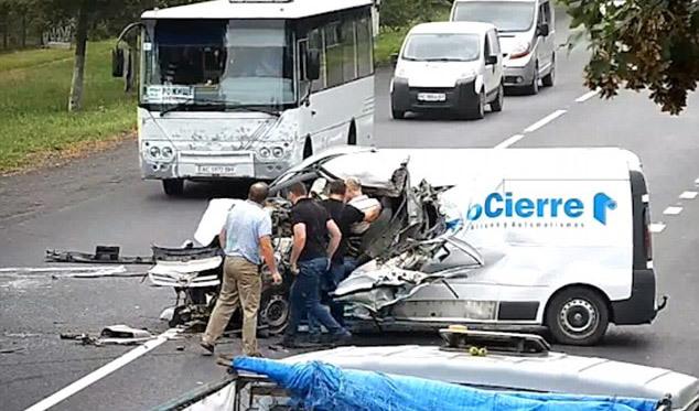 tai nạn giao thông,hy hữu,tài xế thoát chết