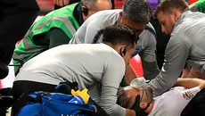 Cận cảnh chấn thương nghiêm trọng của Luke Shaw