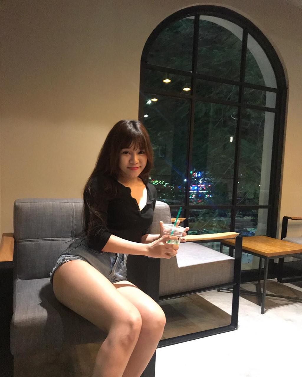 Nhan sắc bạn gái tin đồn của cầu thủ trẻ Việt Nam