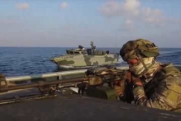 Xem lính Nga diễn tập đổ bộ lên bờ biển Syria