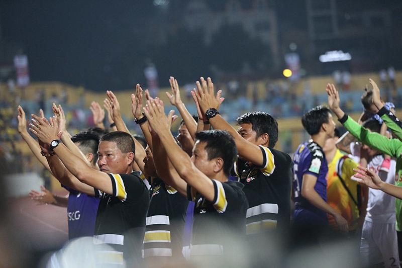 Bầu Hiển cùng CLB Hà Nội hân hoan mừng vô địch sớm V-League