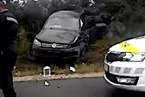 Hiện trường vụ đâm xe chở Tổng thống Moldova