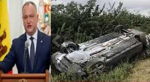 Kinh hoàng giây phút xe chở Tổng thống Moldova bị đâm