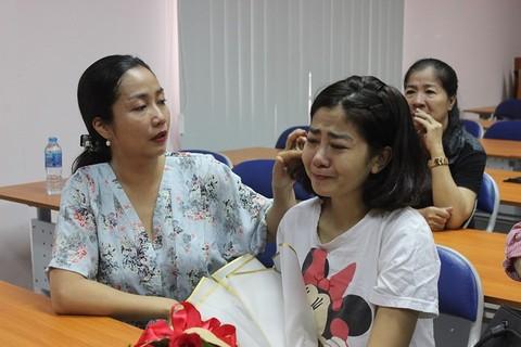Mai Phương bật khóc vì xúc động trong ngày xuất viện