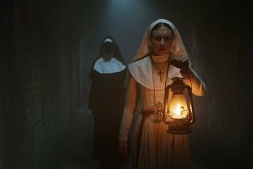 Đạo diễn 'The Nun' lạnh sống lưng vì gặp ma trên phim trường