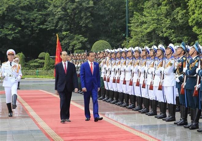 Chủ tịch nước và phu nhân chủ trì lễ đón Tổng thống Indonesia