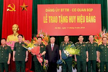 Tặng huy hiệu Đảng cho hai Đại tướng Phùng Quang Thanh, Ngô Xuân Lịch