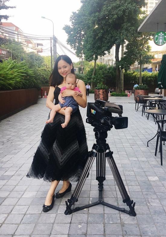 Á hậu Thuý Vân khoe xế sang cao cấp 8 tỷ mới tậu