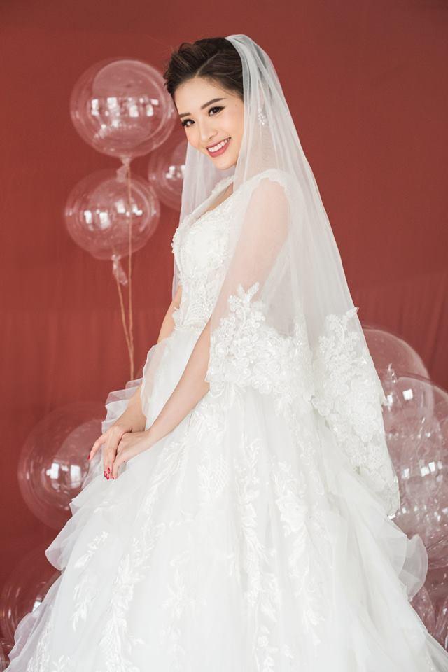 Phan Hoàng Thu chụp ảnh cưới không có chú rể