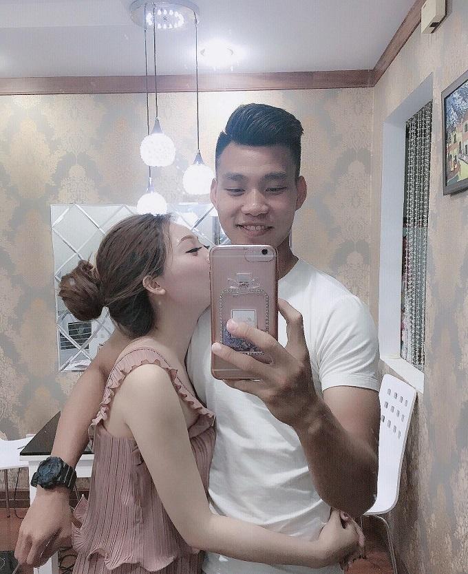 Nhan sắc nóng bỏng của cô chủ spa, bạn gái Văn Thanh U23 VN