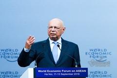 Chủ tịch WEF: cách mạng 4.0 thay đổi căn bản chúng ta