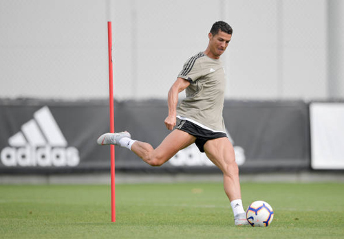 Ronaldo miệt mài 'luyện công' chờ khai hỏa ở Juventus