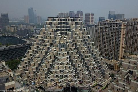 Cận cảnh tòa chung cư hình kim tự tháp tại Trung Quốc