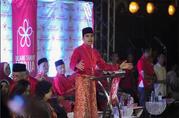 Ngắm Bộ trưởng Malaysia đẹp trai được triệu người mê