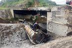 Cầu 'đứt' trên cao tốc dài nhất Việt Nam, làm đường tạm 4,5 tỷ