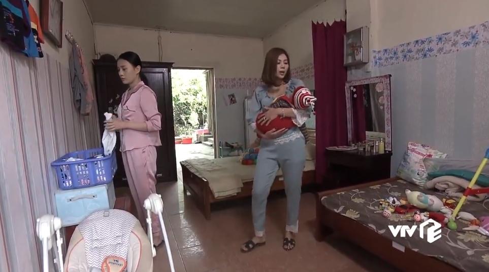 Fan đua nhau nhặt sạn hài hước trong 'Quỳnh búp bê'