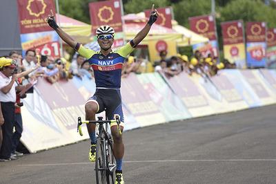 Giải xe đạp VTV Cup Tôn Hoa Sen 2018: Sarda Javier Perez giành Áo đỏ!