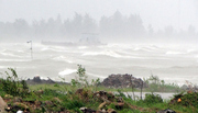 Bão số 5 suy yếu trên biển, siêu bão Mangkhut vẫn cấp 17