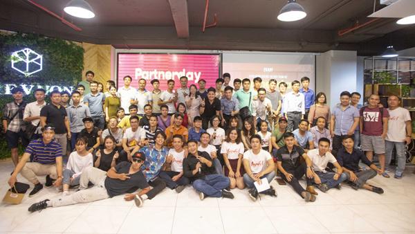 200 Youtuber nổi tiếng hội tụ tại Yeah1 Partner Day
