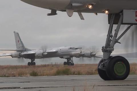 Đang tập trận rầm rộ, máy bay ném bom Nga bị chiến cơ Mỹ chặn đuổi