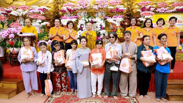 Tập đoàn TLM tặng quà 800 người khiếm thị