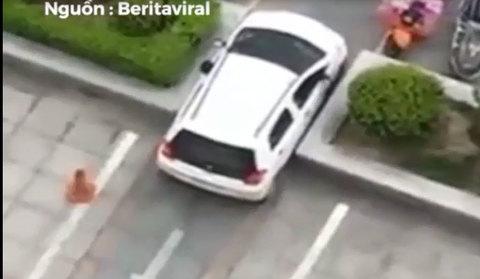 Những khoảnh khắc đỗ xe vừa khít gây kinh ngạc