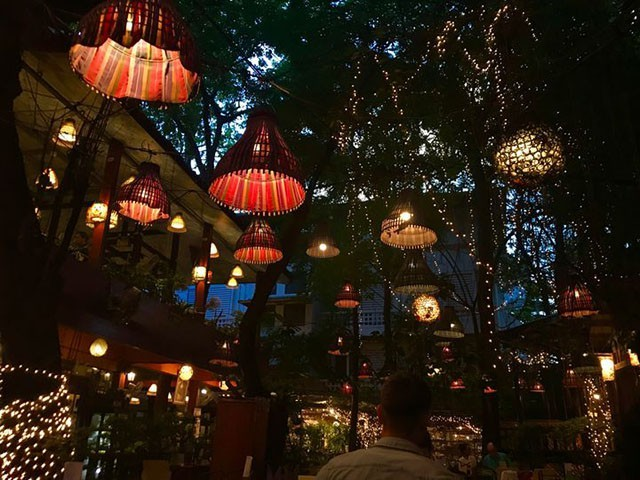 Đừng choáng nếu bắt gặp nhà hàng bao cao su này khi đi du lịch Thái Lan