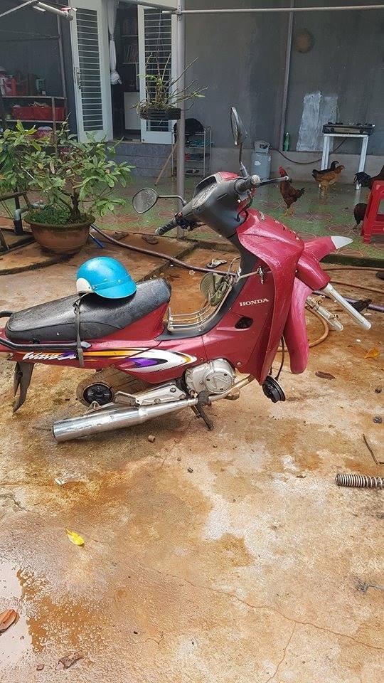 Clip cận cảnh thanh niên hì hụi 15 phút để trộm... bánh xe máy