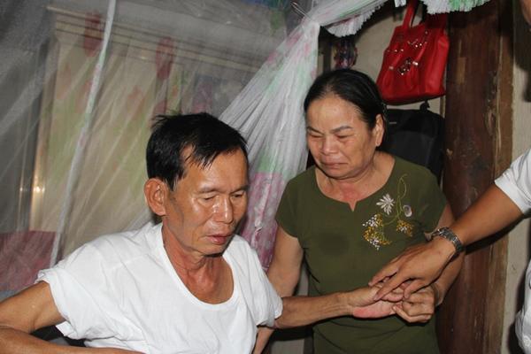 Liệt sĩ 30 năm trở về: Ôm ảnh thờ khóc ngất vì chồng quên tên vợ
