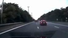Sẽ thế nào nếu mất tập trung khi lái xe trên đường cao tốc?