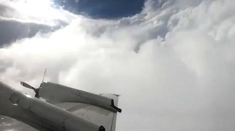 máy bay đi vào tâm siêu bão Florence