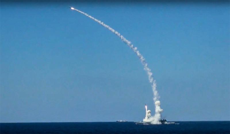 Vì sao hàng chục tàu chiến Nga vẫn vây kín Syria?