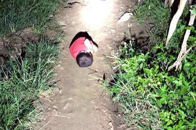 Hoàn cảnh xót xa của bé trong video 'Mẹ đi lấy chồng, con ngủ ngoài đường'